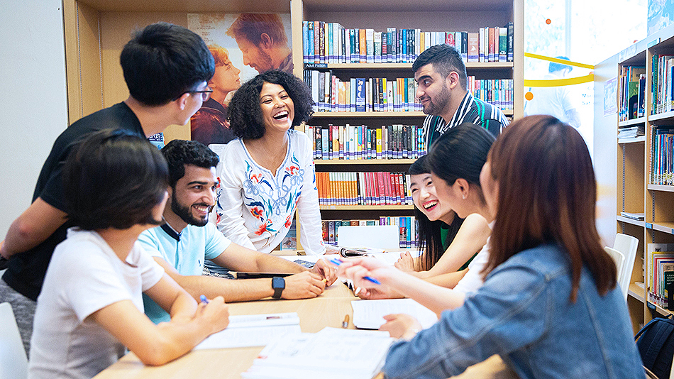 Looking for an English course? You will find many options in Singapore.
